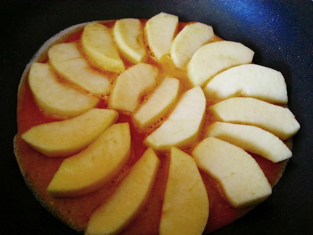 So sieht der Pfannkuchen aus, wenn er fertig belegt ist.