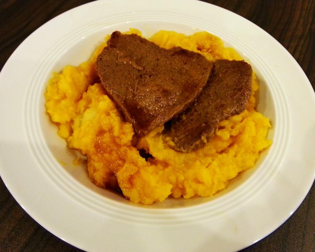 Kürbis-Kartoffel-Stampf mit Steak.