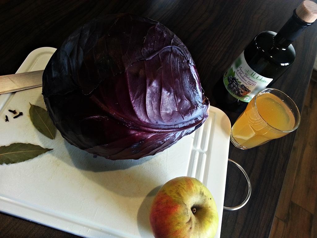 Rotkohl: Zutaten für die Zubereitung.