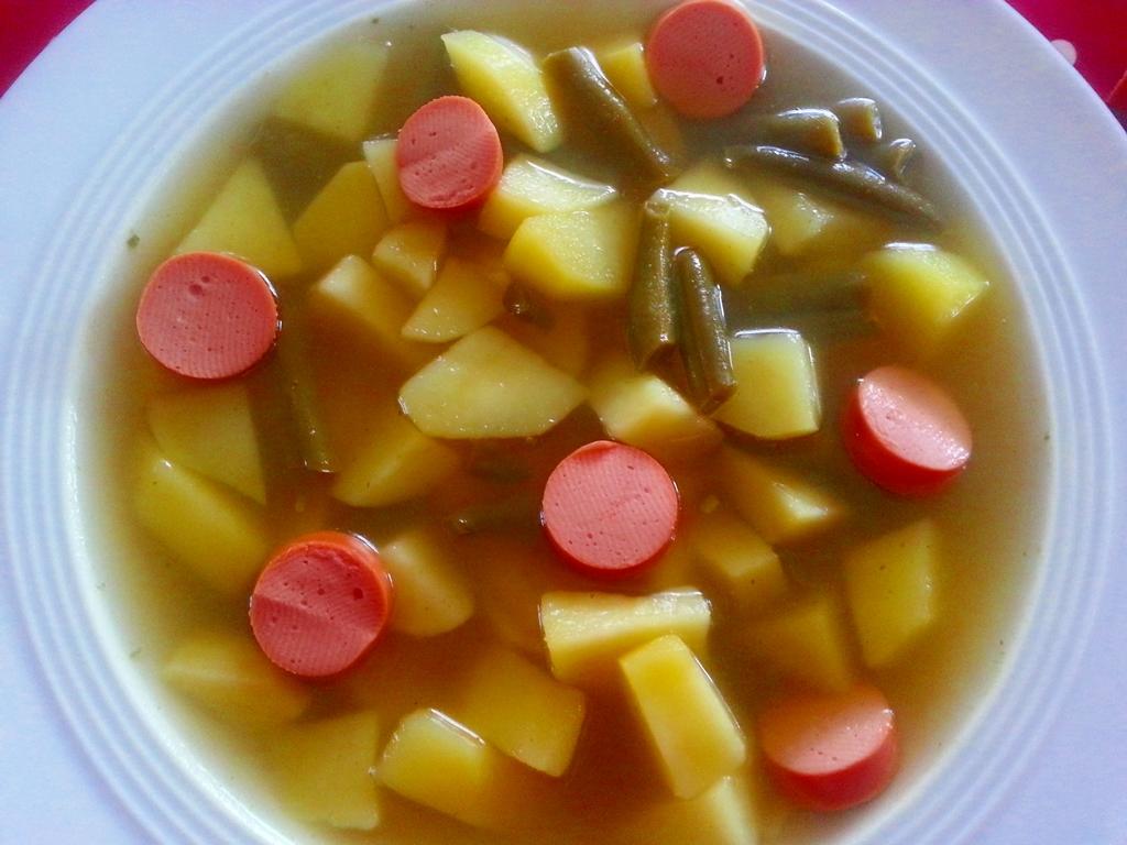 Kartoffel-Bohnen-Suppe für alle, die es herzhaft mögen.