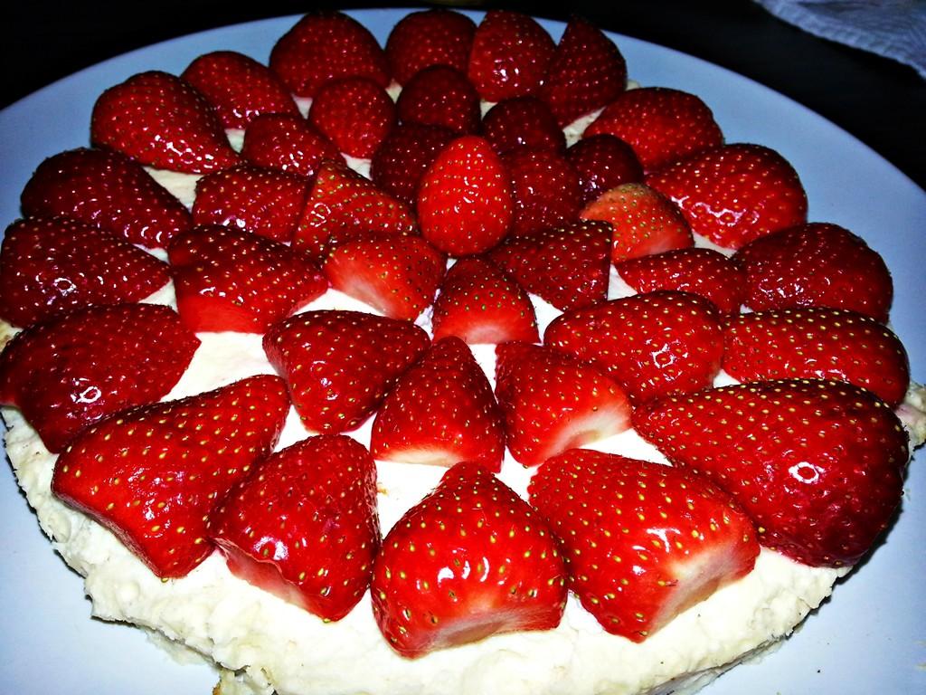 Fruchtig frisch: Käsekuchen mit Erdbeerhaube.