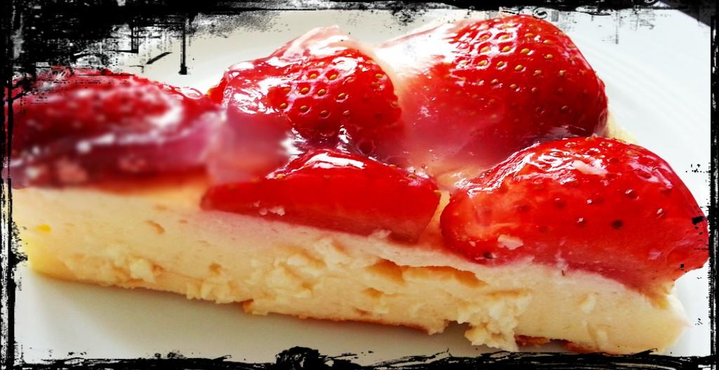 Käsekuchen mit Erdbeerhaube: Lecker und dabei ganz leicht.